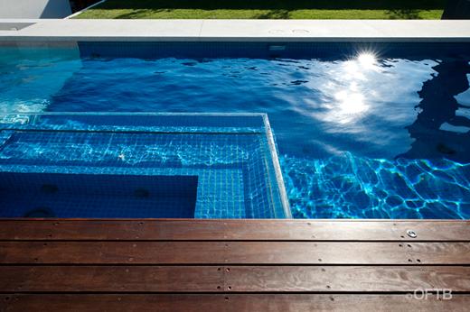Piscina transparente elsternwick piscinas code for Piscinas plastico duro