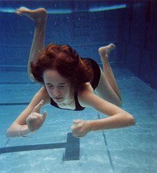 ojos irritados por cloro en la piscina