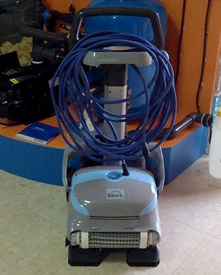 robot limpiafondos dolphin